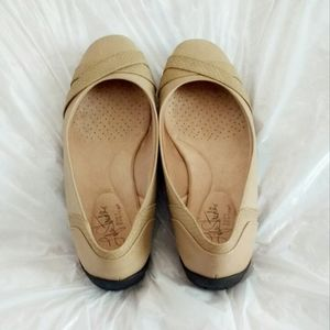 Women Tan/Beige Sz 8 Flats